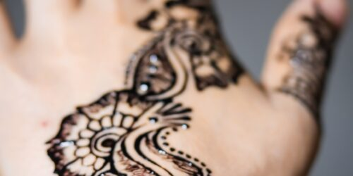 Pop your hands with Arabic mehendi design for wedding